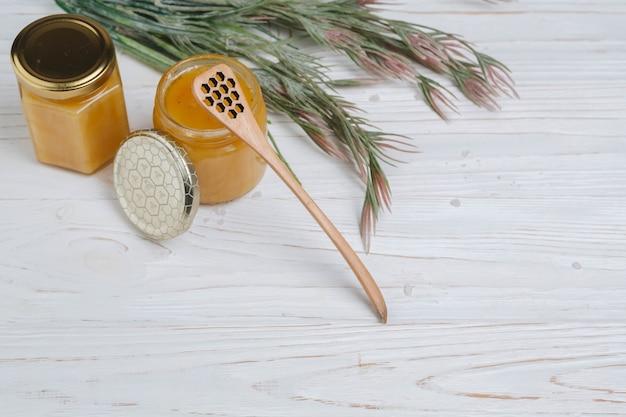 Elementos naturales de spa con miel