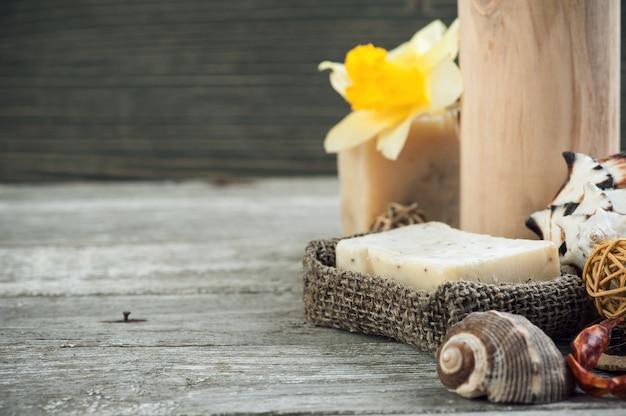 Elementos de spa y jabón orgánico, primer plano.