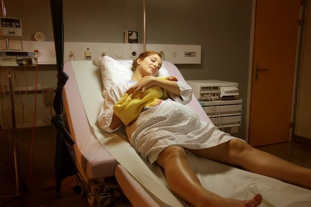 Embarazada con hijo en hospital