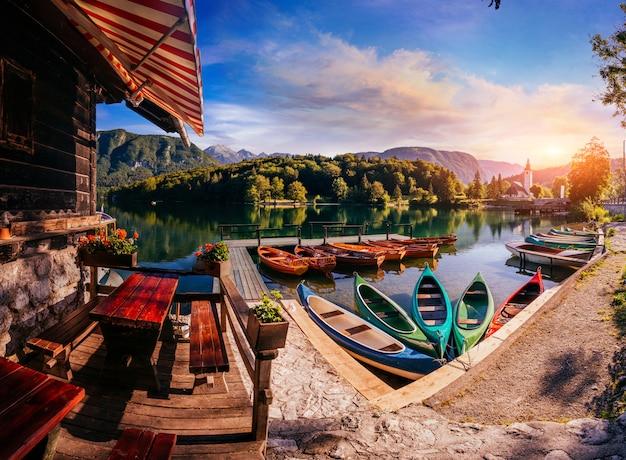 Embarcaciones de recreo en el lago