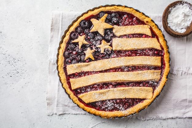Empanada de la baya de la bandera americana, visión superior. concepto del día de la independencia de américa.