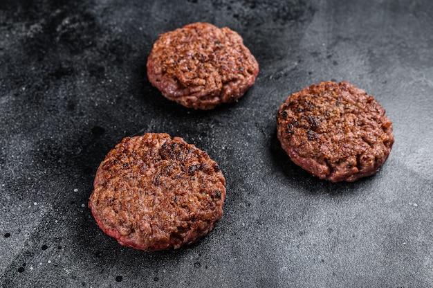 Empanadas de carne molida a la parrilla para hamburguesas, carne picada