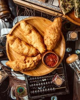 Empanadas fritas con adjika