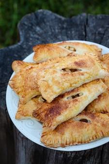 Empanadas con manzanas frescas