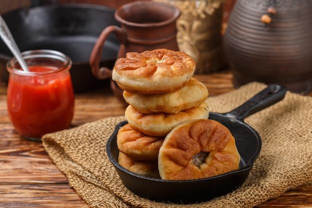 Empanadas rusas tradicionales fritas (belyash)