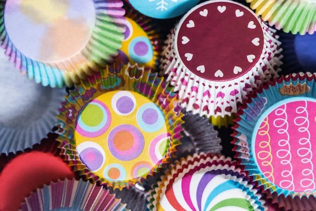 Empaques de papel de cupcakes coloridos para navidad
