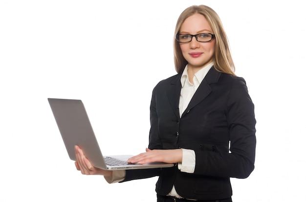 Empleado de oficina bonito con la computadora portátil aislada en blanco
