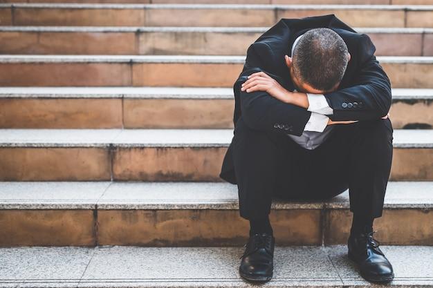 Los empleados estresados perdieron sus trabajos debido a la recesión económica, la crisis de covid-19