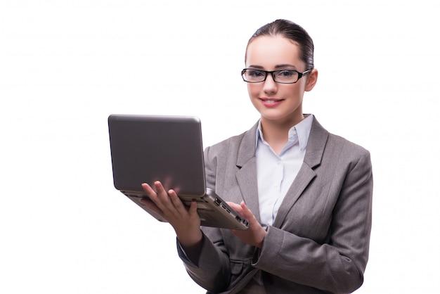 Empresaria con la computadora portátil aislada en blanco