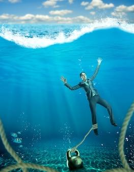 La empresaria con mancuerna en la mano que se hunde en el mar