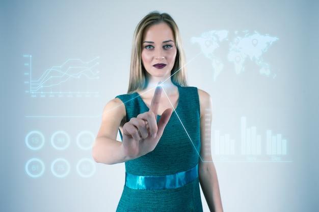 Empresaria que trabaja con las manos de las tecnologías virtuales modernas que tocan la pantalla. Foto gratis