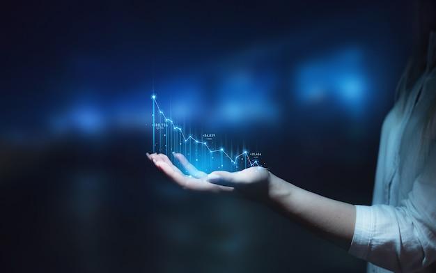 La empresaria sosteniendo el gráfico de flecha plan de crecimiento empresarial empresarial desarrollo empresarial para el éxito
