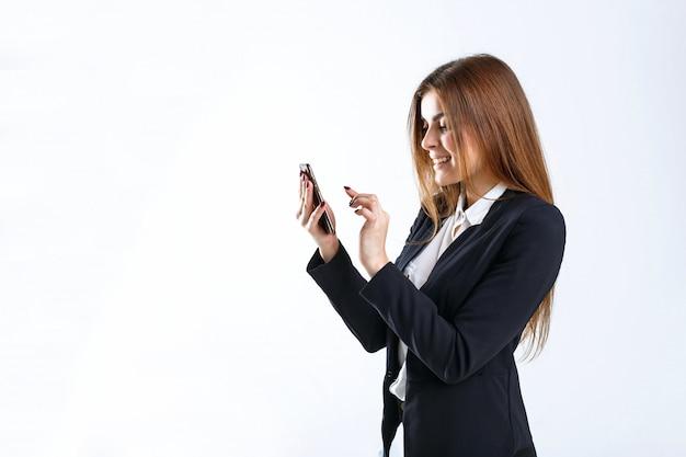 Empresaria tiene teléfono inteligente