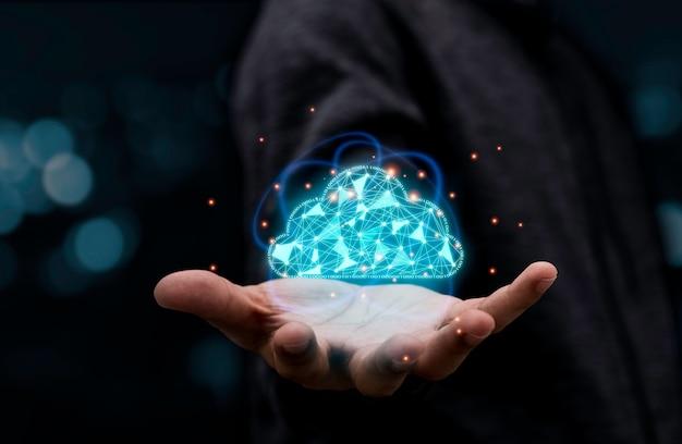 Empresario con computación en la nube virtual para transferir información de datos y cargar la aplicación de descarga. concepto de transformación tecnológica.