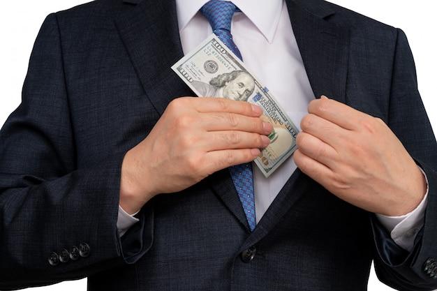 Empresario con dólares estadounidenses en la mano.