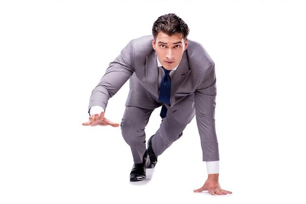 Empresario en inicio listo para correr aislado en blanco