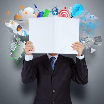 Empresario mano mostrar libro de negocio de éxito