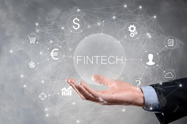 Empresario mantenga fintech - concepto de tecnología financiera. pago de banca de inversión empresarial. inversión en criptomonedas y dinero digital. concepto de negocio en pantalla virtual.