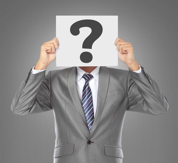 Empresario con máscara de pregunta