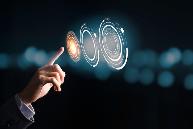 Empresario presionando el icono del interruptor para encender o apagar o apagar equipos electrónicos. es un símbolo de ahorro de energía y de inicio o parada.