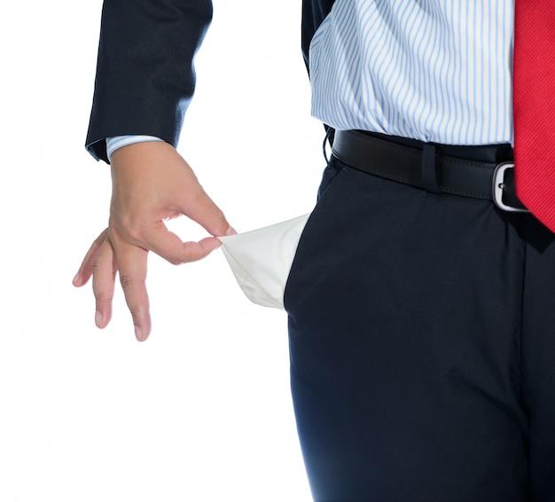 Empresario sacando bolsillo vacío aislado en blanco