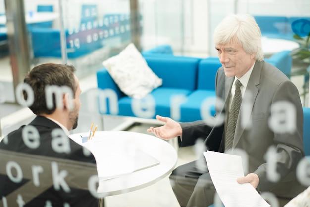 Empresario senior en el trabajo