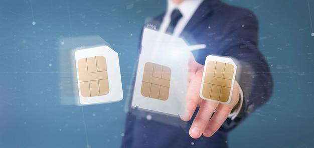 Empresario sosteniendo diferentes tamaños de teléfono inteligente tarjeta sim 3d de representación