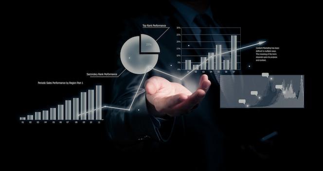 empresario sosteniendo gráfico. concepto de negocio