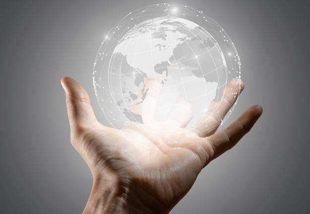Empresario sosteniendo en la mano con el concepto de conexión global.