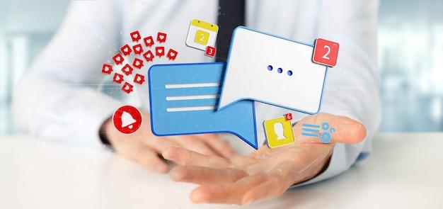 Empresario sosteniendo mensaje y notificaciones de redes sociales.