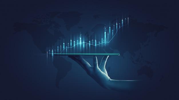 Empresario sosteniendo tableta de valores y estadística de gráfico de economía de mercado que muestra el crecimiento de las ganancias analizando el intercambio financiero en el aumento de fondo de dinero digital con el concepto de datos de finanzas de gráfico comercial.
