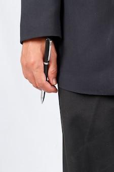 Empresario trabajando con documentos firma contrato