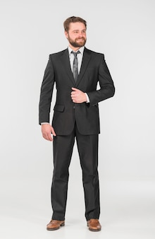 Empresario en traje de oficina mirando a otro lado