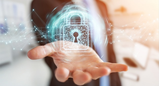 Empresario usando candado digital con protección de datos