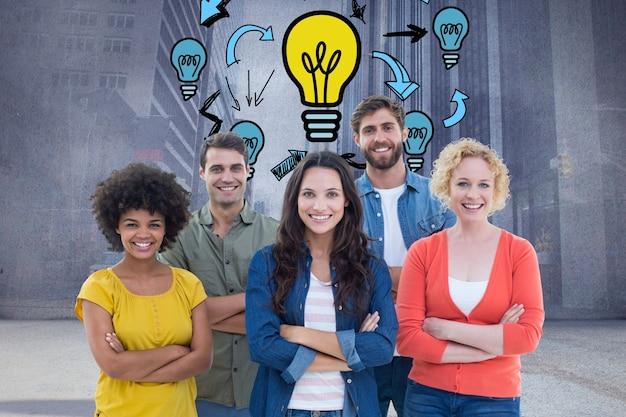 Empresarios creativos con bombillas dibujadas