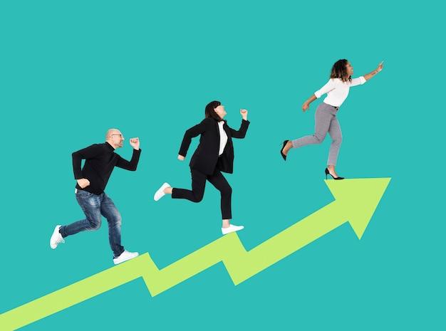 Empresarios subiendo una flecha