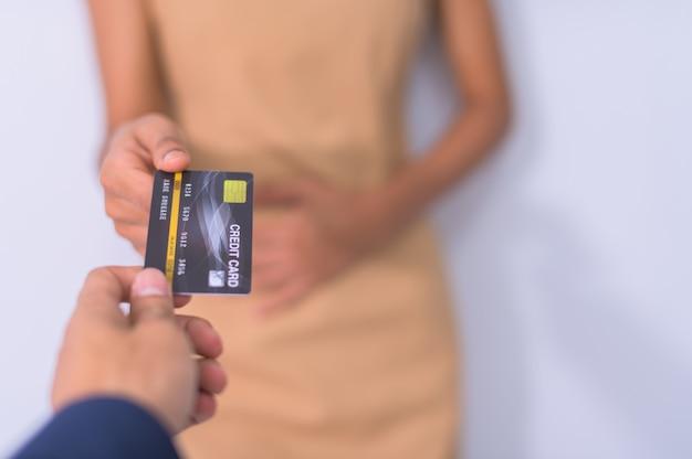Los empresarios usan tarjetas de crédito