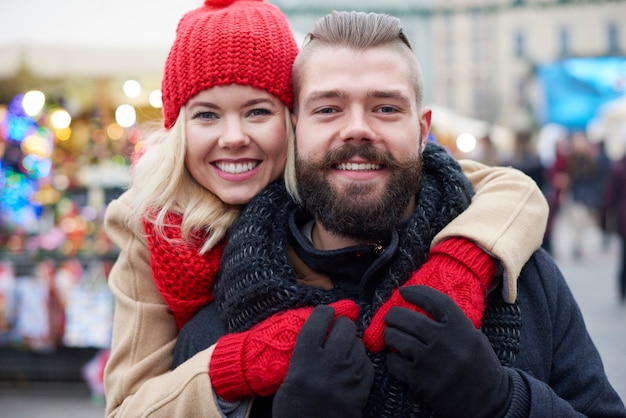 Enamorado durante la época navideña
