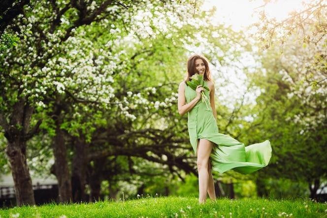 Encantador vestido sola naturaleza apacible