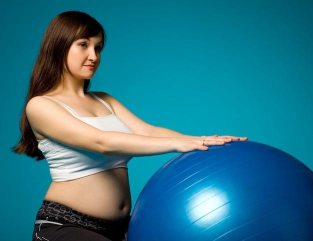 Encantadora joven embarazada