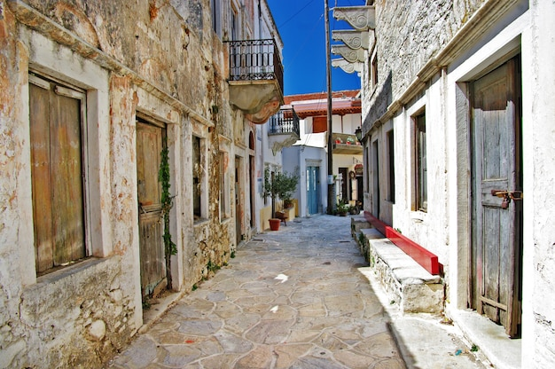 Encantadoras calles antiguas, isla de naxos, pueblo de chalki. grecia