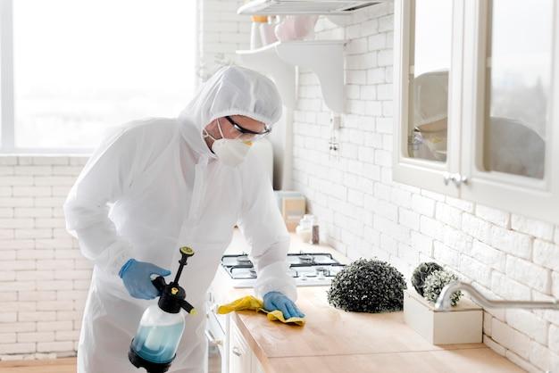 Encimera de hombre de tiro medio desinfectante