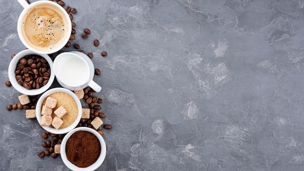 Endecha plana de café con espacio de copia