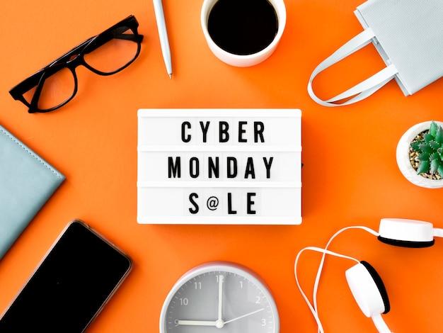 Endecha plana de caja de luz cyber monday con bolsa de compras y café