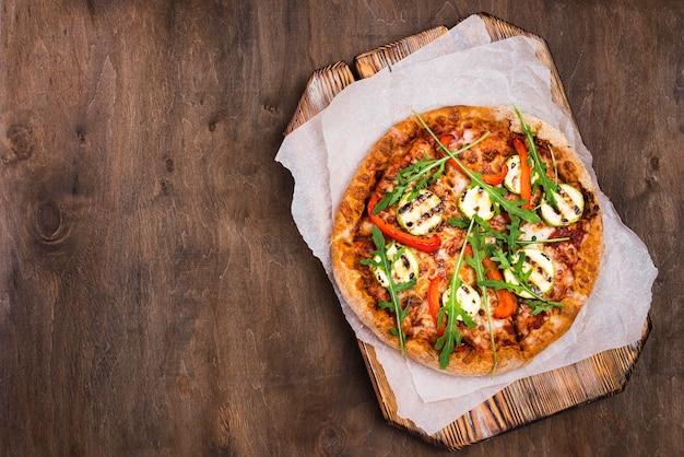 Endecha plana deliciosa pizza de rúcula