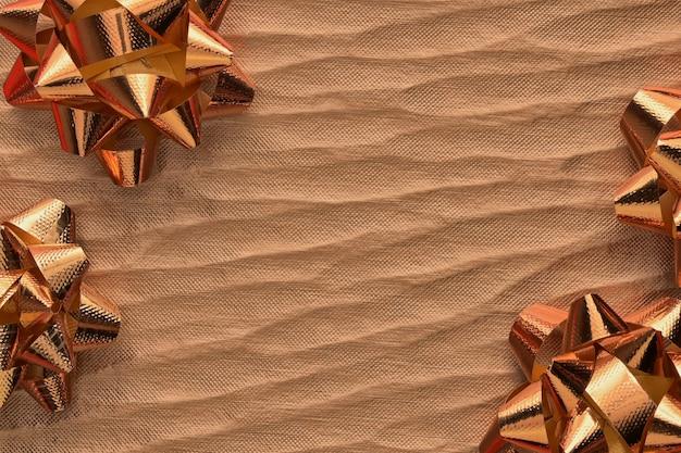 Endecha plana, fondo mínimo de la composición de la visión superior de los ornamentos decorativos de la navidad del oro.