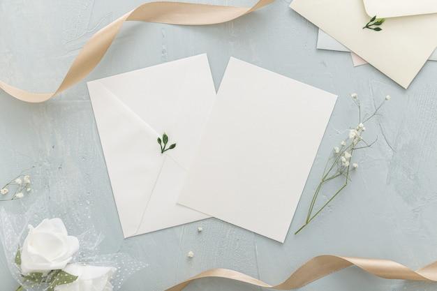 Endecha plana del hermoso concepto de boda con espacio de copia