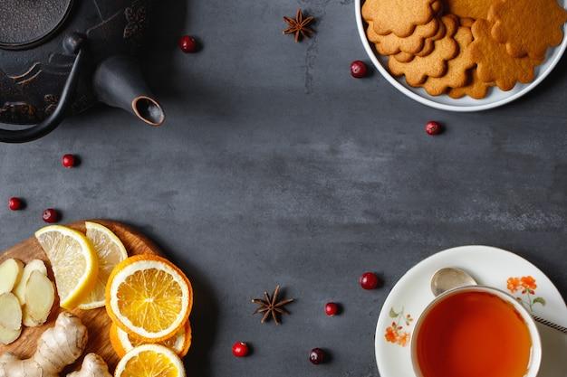 Endecha plana de remedios naturales para los resfriados y la gripe, así como para tomar té de manera agradable en climas fríos