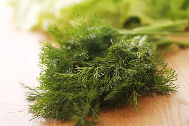 Eneldo verde fresco