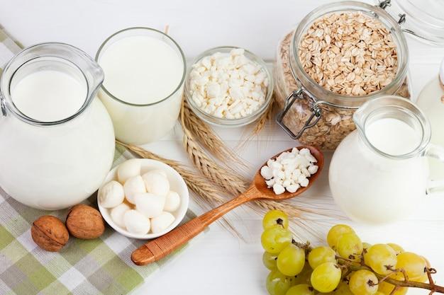 Energía desayuno de la mañana con leche y cereales.